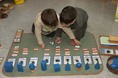 montessori_working_together