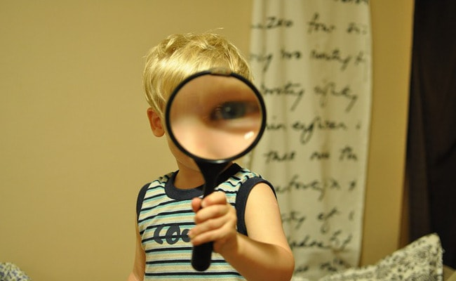 magnifying glass activity with kids