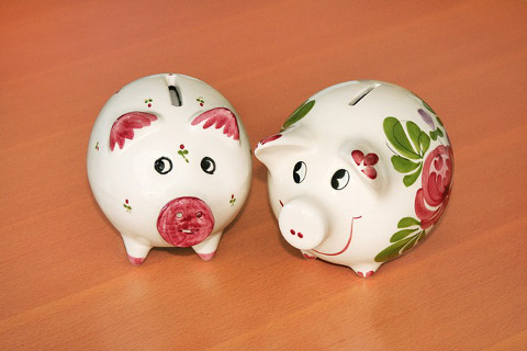 give children piggy bank