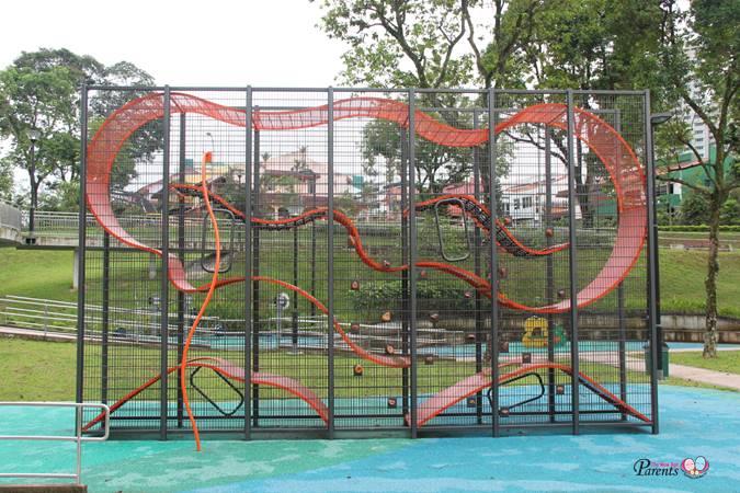 vertical playground jalan mengkudu