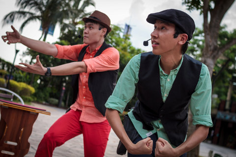 Sentosa Buskers Festival - The Two Tall Guys