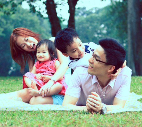Dr Kenneth Chua and family