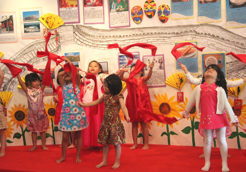 Kiddiwinkie Schoolhouse CNY performance