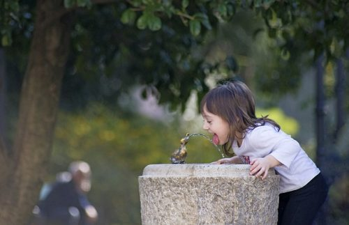 getting children to drink water