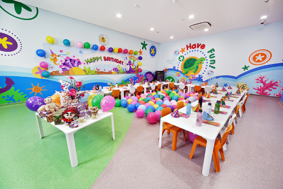 Bright and colourful decorations that enliven the party room at SAFRA Kidz Amaze