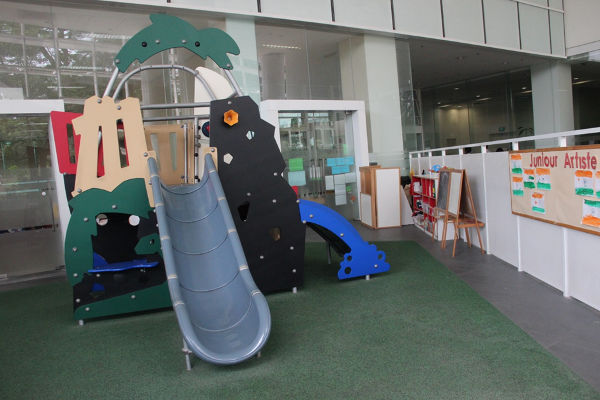 Outdoor play area Learning Vision Solaris