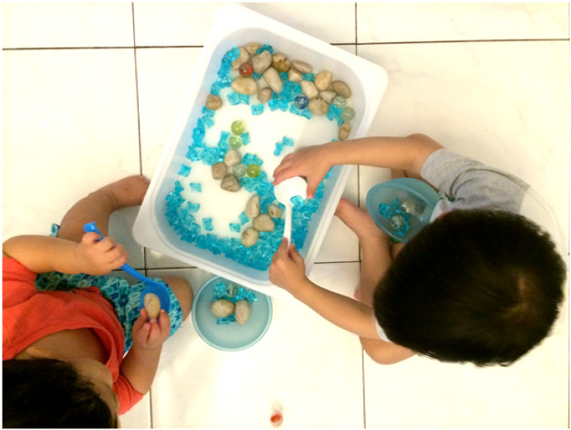 making your own sensory bin