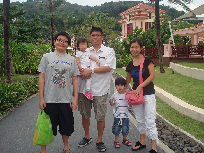 Mr Tan Wee Keng and family