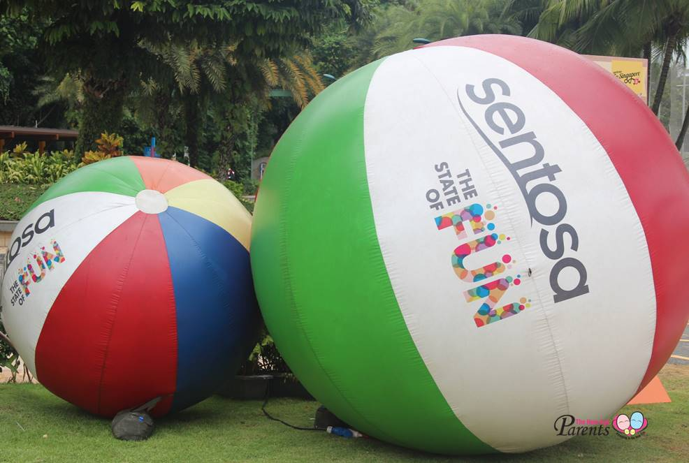 giant balls at state of fun