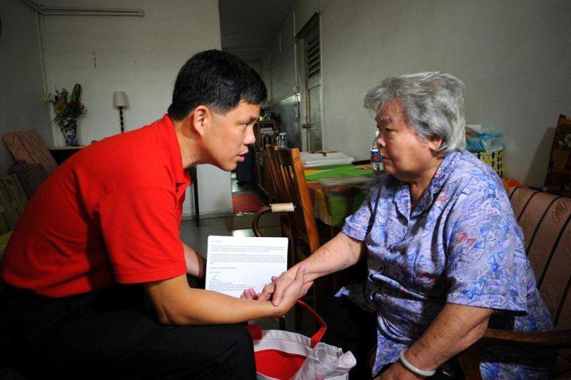 Chan Chun Sing talking to a senior resident