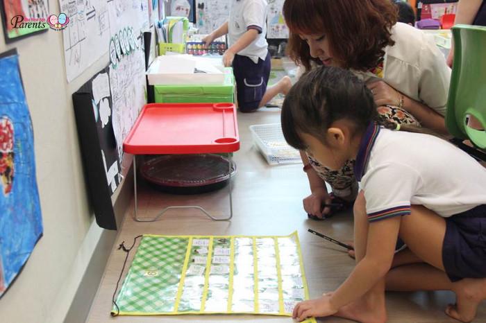 Children is finding words - little-skool house