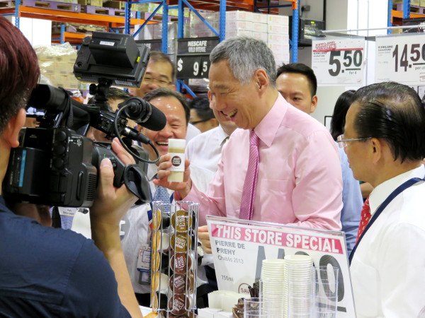 Lee Hsien Loong at NTUC Warehouse Club