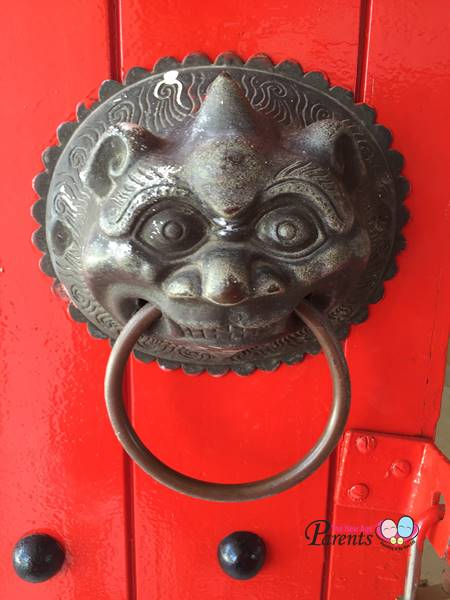lion head on door
