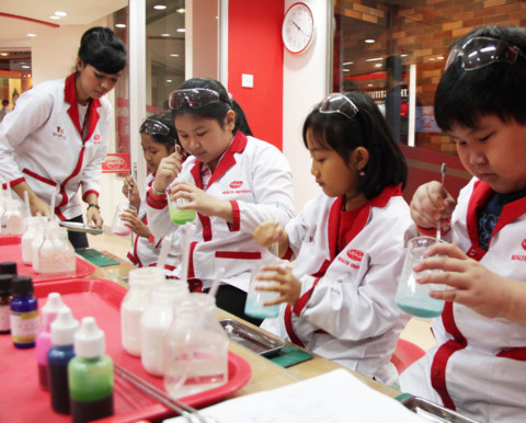 KidZania Singapore - scientist