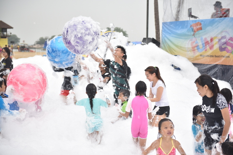 Bubbly Foam Pool at Sentosa FunFest 2016
