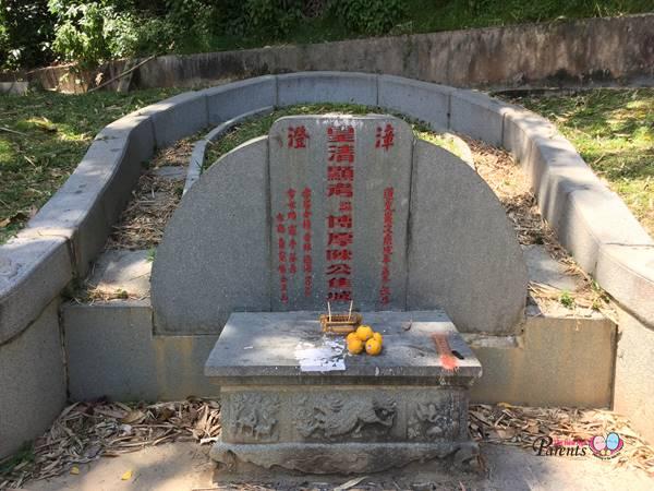 closer look at tan tock seng tomb