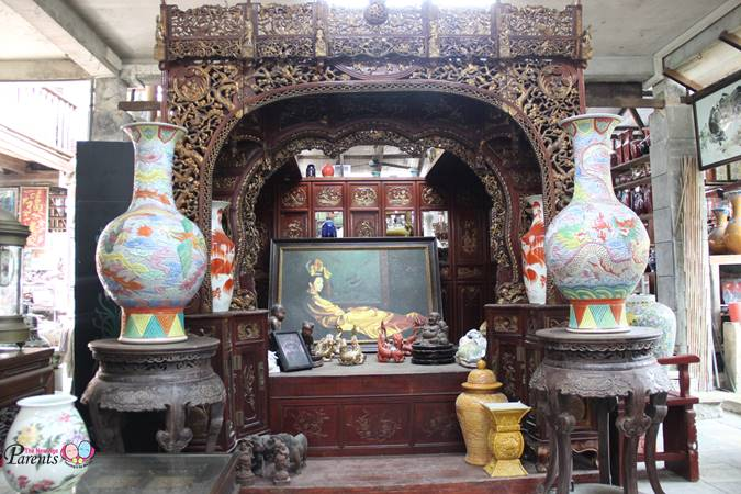 interesting ancient bed in thow kwang industry pte ltd