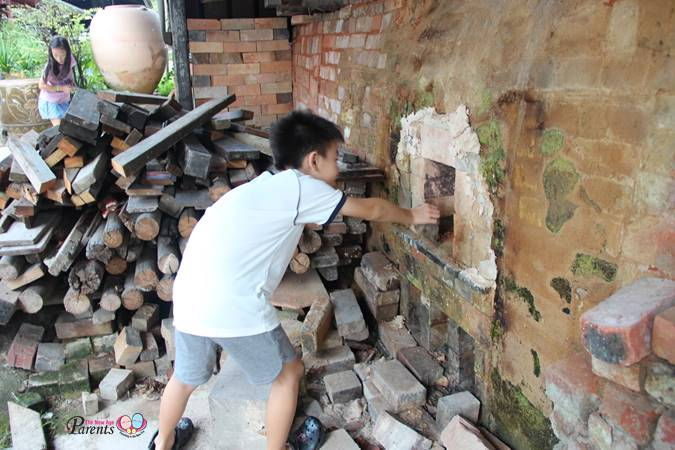putting firewood into the last dragon kiln in singapore