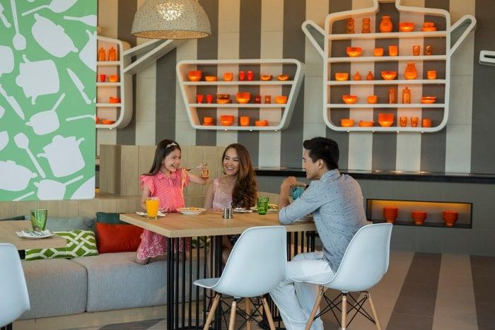 pattaya with family Holiday Inn Pattaya East Coast Kitchen