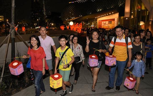 lantern walkabout at esplanade waterfront