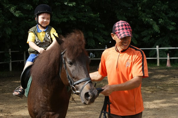 pony-riding-for-kids-gallop-stables