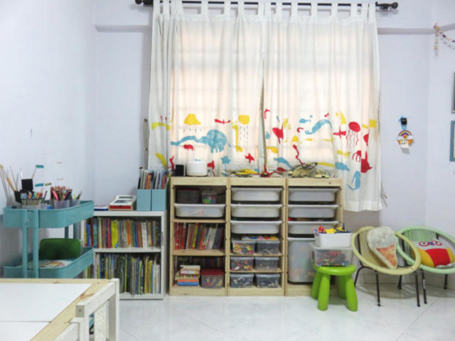 neat and clutter free kids room