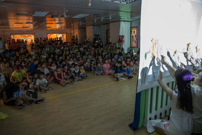 Chengzhu Mandarin teachers putting up a shadow puppetry show