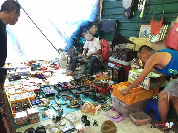 thieves market at sungei road