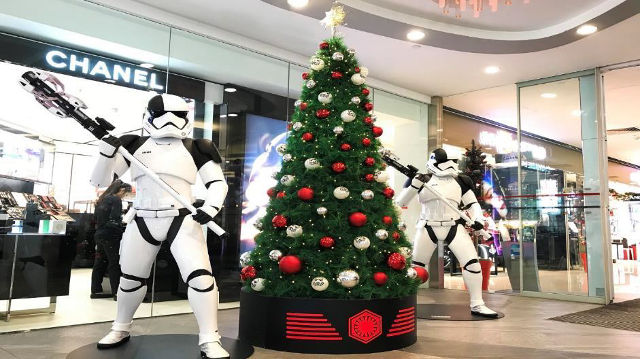 A Christmas tree representing the Dark side