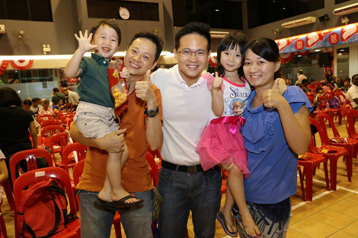 Desmond Choo with other parents at a Tampiness grassroots event