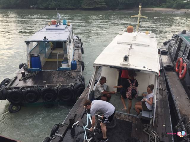 getting to pulau ubin by bumboats