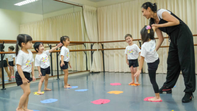 Dance for toddlers Crestar School of Dance