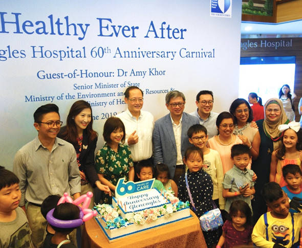 Gleneagles Hospital 60th Anniversary Cake Cutting with Dr Amy Khor