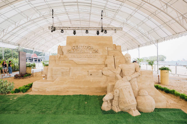 The likeness of familiar droids at Sentosa Sandsation 2019