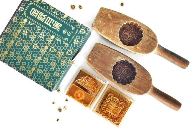 the pine gardens traditional mooncakes