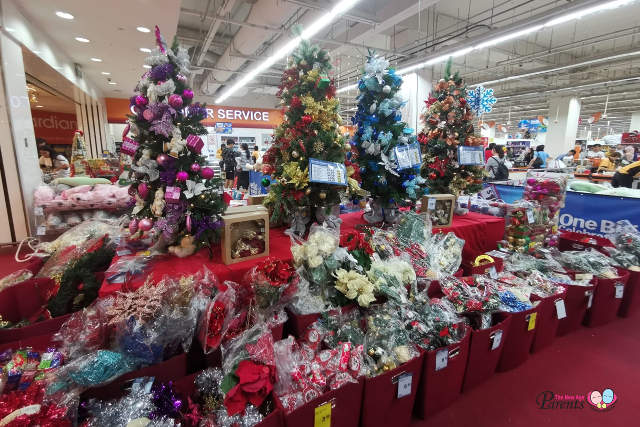 artificial christmas tree in Giant
