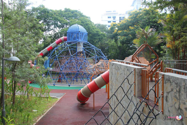 woodlands circle green park tall playground