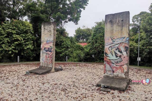 Berlin Wall Fragments University Town