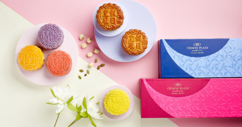 Crowne Plaza Changi Airport - Traditional and Snow Skin Mooncakes