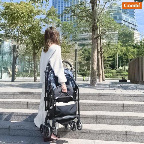lightweight strollers for newborn Combi Sugocal